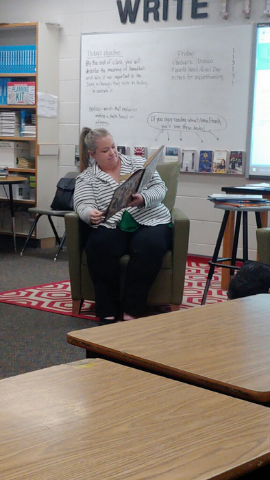 Arkansas teacher of the year Mrs. House reading to Mrs. Lamberson's class.