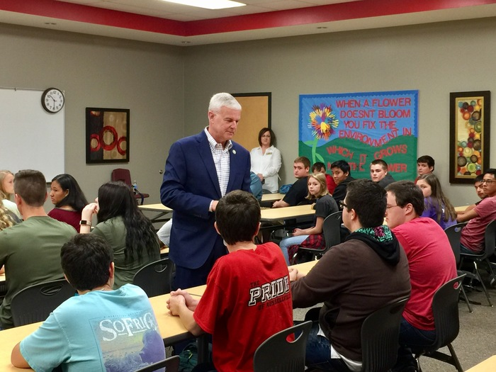 Congressman Steve Womack speaks to RHS students in a classroom.