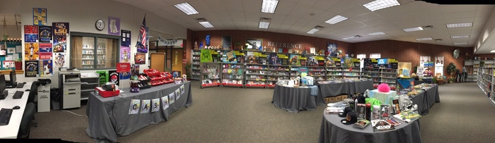 Panoramic view of the Book Fair in the library.