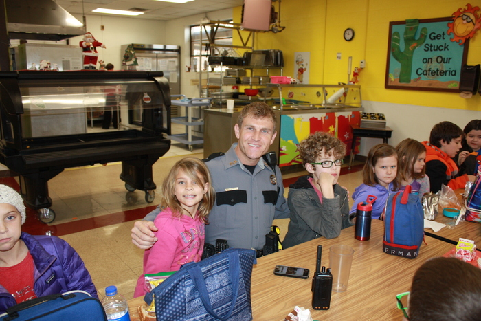 Deputy Leavell with students